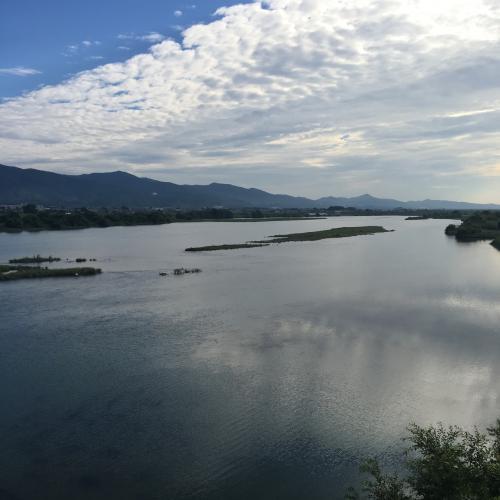 鴨島で見る吉野川。でかい。3kmほどで切り上げて駅へ向かう。