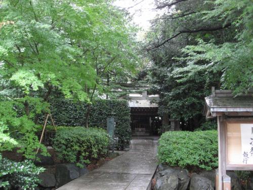校内には神社もあります。