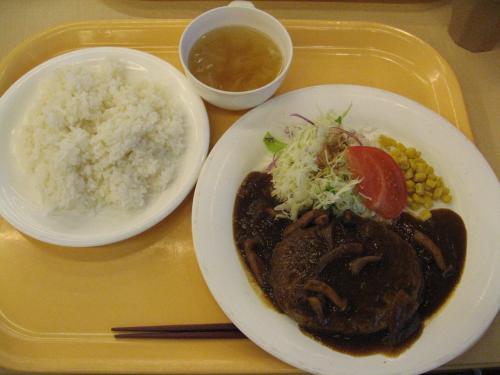 私は、渋谷の丘ハンバーグ・450円<br /><br />こちらも美味しかったです。<br /><br />ステーキ重はリベンジですね。