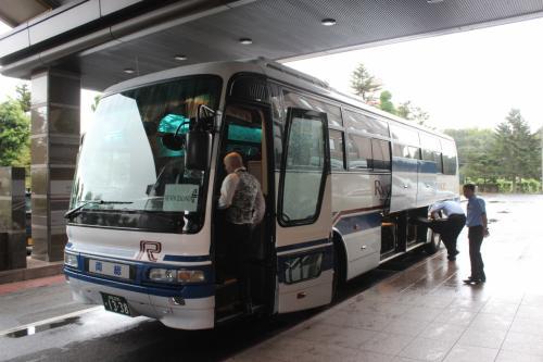 乗務員らの宿泊先として、各国の航空会社と提携しているようで、正面玄関ではちょうど、ニュージーランド航空のクルーを乗せたバスが、空港に向けて出発しようとしていた。