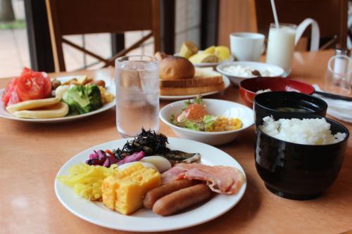 翌朝は7時ごろ起床。朝食も同じレストランへ。朝から夫婦でおいしくモリモリいただきました。