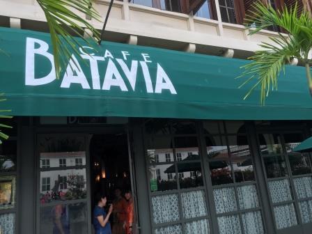 というこで、まずはその広場にある伝統的なお店で一休み。