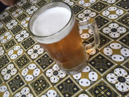 ここで、生ビールをいただきました。この国はビールや酒は普通に飲めますが、<br />日本のように自由に飲める空気もなく、今回はホテルでの持ち込みが禁じられて<br />いますから、中々貴重な時間となりました。