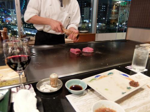 気を取り直して、メインのお肉・・・<br /><br />美味しそう!<br /><br />