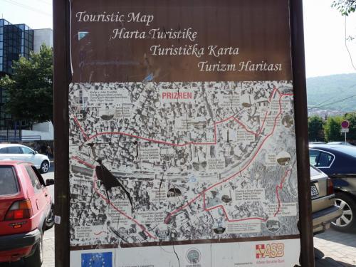 1時間ほどでプリズレンに到着。1945年まではコソボの首都だったところです。<br /><br />街の表示は4ヶ国語。英語、アルバニア語、セルビア語とトルコ語だっけ?
