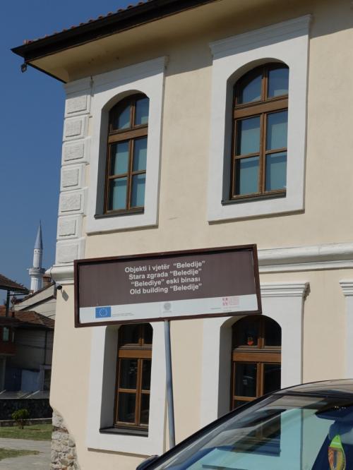 観光案内所も4ヶ国語表示。