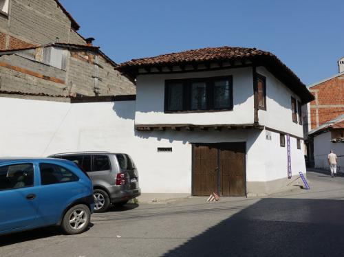 ところどころに古い街並みが残っています。<br /><br />これは200年前の建物だそう。