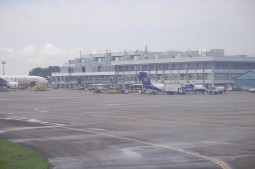 で, 定刻より少し早く14時半前には空港到着(^^)<br />