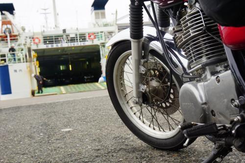 バイクごと乗り込みましょう!