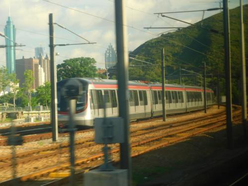 2017.08.15 紅磡ゆき普通列車車内<br />こちらは紛れもない新型。MLR型を順次置き換えていくらしい。