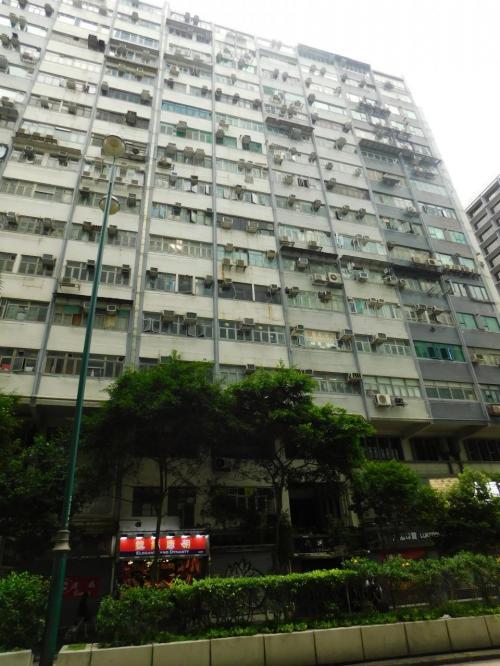 2017.08.15 尖沙咀<br />美麗都大厦。私のように「香港といえば重慶大厦」と短絡的に考える旅行者が全世界的に多いと思われるので、その喧騒を嫌って定宿とされている方もいらっしゃるだろう。