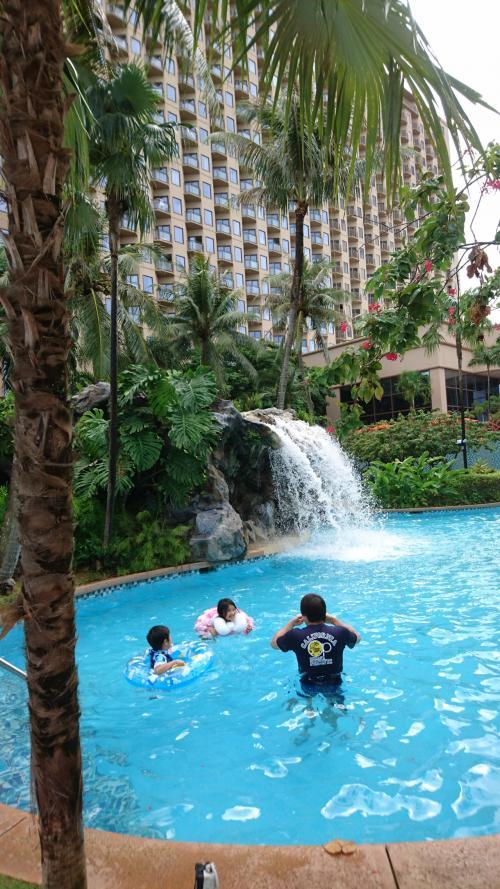 午前中プール 冷たい水だった。