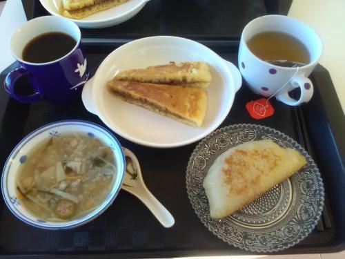 今日もたっぷり。<br /><br />この食事をしているとき、韓国人のハナさんと意気投合。<br />韓国語と英語でガンガンおしゃべりしました。<br />こういう出会いがあるから、一人旅、楽しいです。