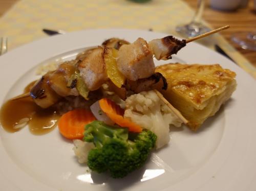 主菜は、鶏の串焼き。