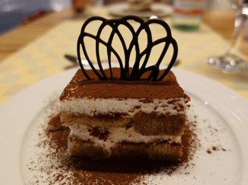 デザートはティラミス。甘すぎなくておいしかった。