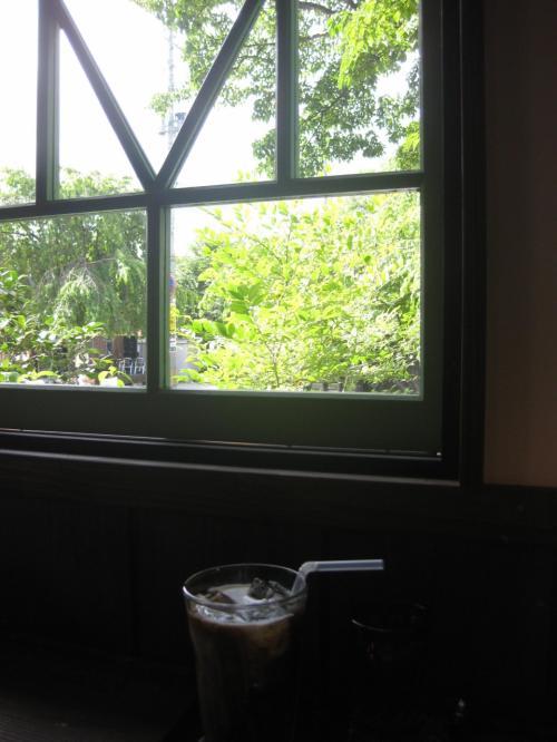 窓の外を、家族の一人が通るのを発見!<br /><br />それぞれがそれぞれの角館を楽しみました。