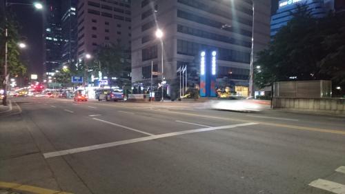 IBK 企業銀行(乙支路2街)前の交差点<br /><br />車が走っていない~<br /><br /><br /><br />