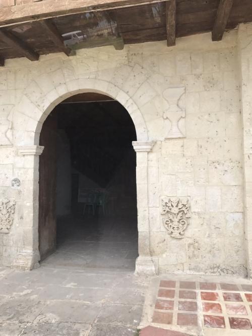 隣の資料館を見学しました。<br />中は撮影禁止。<br />教会で使われていた物や、この土地から発掘されたものが展示されていました。<br /><br />