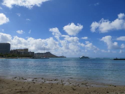 デューク・カハナモクビーチからは、泳ぎながらダイヤモンド・ヘッドが見えるので、気持ちが良いです。