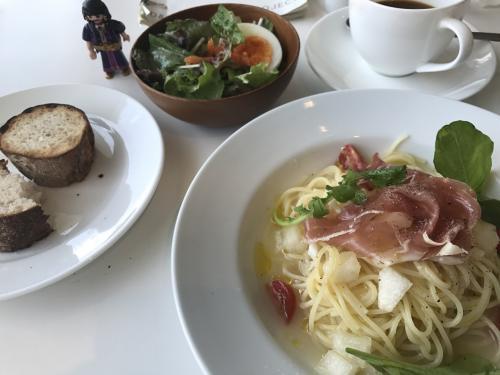 季節感たっぷりの、富山産の梨の冷製パスタをいただきました。ほんのり甘いスープに生ハムの塩辛さがマッチしてました。