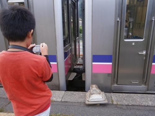 赤渕駅で回送部切り離し