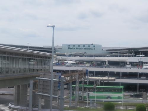 16時半頃家を出て成田空港に向かう予定が、なんだかバタバタと用意をしていたら、17時を過ぎてしまい、若干首都高の帰宅ラッシュにあってしまったものの、18時半頃にはP5駐車場に到着。<br /><br />この写真は帰国後撮りました(笑)