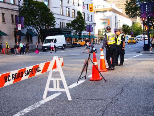 車道が封鎖されてるジョージアストリート。何事か?
