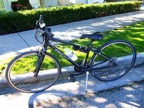 自転車キター!<br />店員さんに「どこいくの?スタンレーパーク?行き方わかる?地図要る?」と親切にしてもらい、ロックも借りていざ出発!