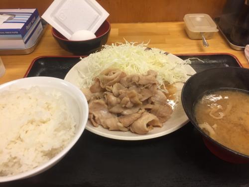 生姜焼き定食530円<br />ランチ時間ご飯大盛り豚汁大盛り無料。<br />いつでも生卵、納豆無料。