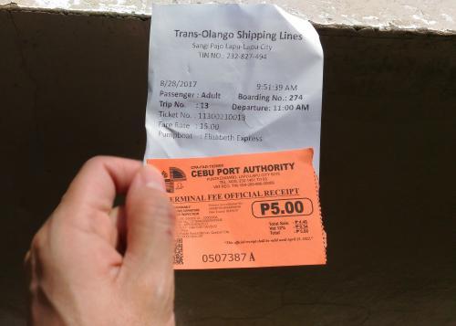 待合室の入口で施設利用料5ペソ(11円)払う。<br />レシートを見たら1時間後になってたので、慌てて聞いてみると、そのまま船乗り場に行くように言われる。