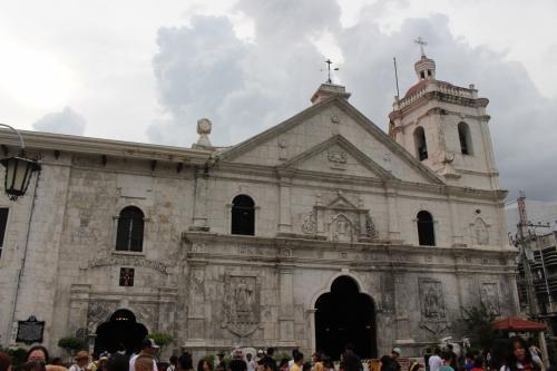 マゼランクロスの横にあるサントニーニョ教会。