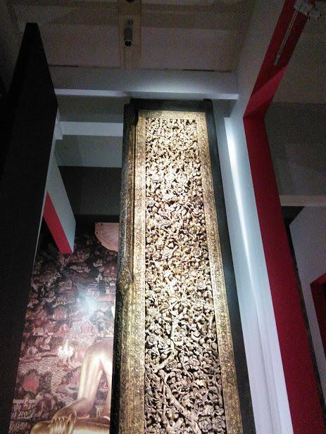 ラーマ2世王作の大扉 <br />木製、金、彩色 バンコク郡ワット・スタット仏堂伝来 ラタナコーシン時代<br />19世紀 バンコク国立博物館<br /><br />こちらのみ撮影OKでした。