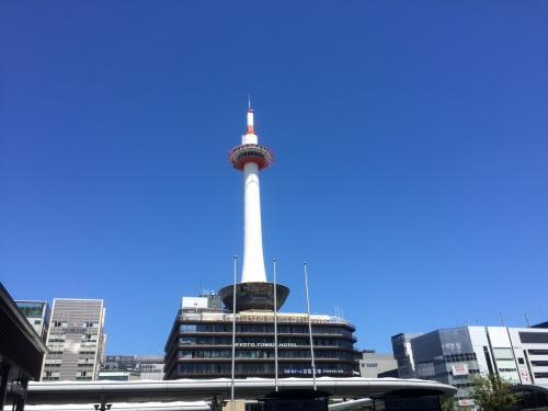 神戸から京都に移動。<br /><br />京都タワー。<br />天気最高!