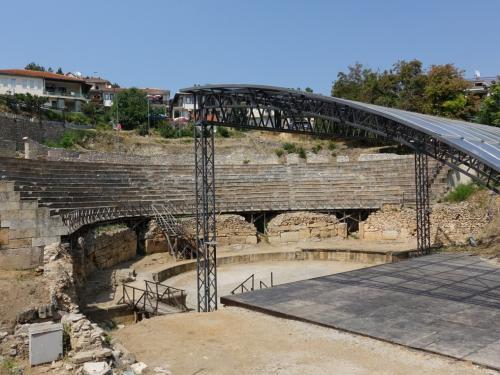 街並みの中に古代劇場が現れます。