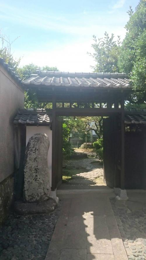 身代わり天満宮の上にある中の茶屋<br />丸山の遊女屋筑後屋が建てた茶屋があった場所だそう(茶屋は芸鼓と客が遊んだり食事したりするところ)<br />入場料かかるので門だけ見てきました