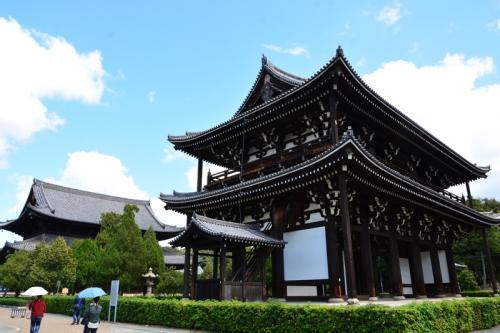 大阪からお見えの方と一緒に東福寺境内へ