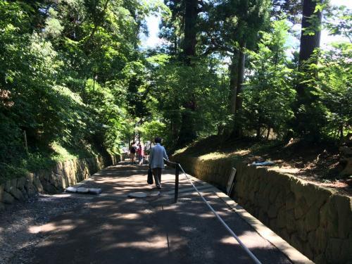 中尊寺へ<br /><br />参道の月見坂は かなり急<br />スニーカーで良かった。