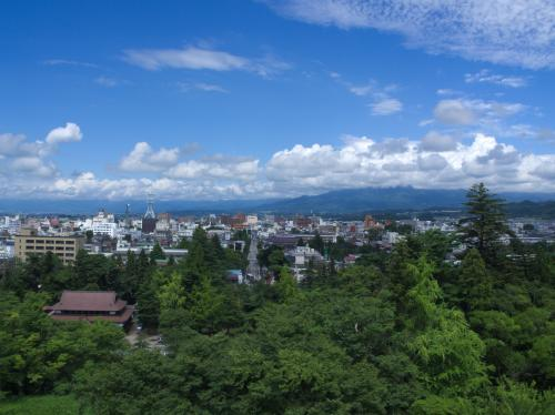 天守からは会津若松市内を見渡せました。<br />曇り空だったのに、晴れていい眺め!!