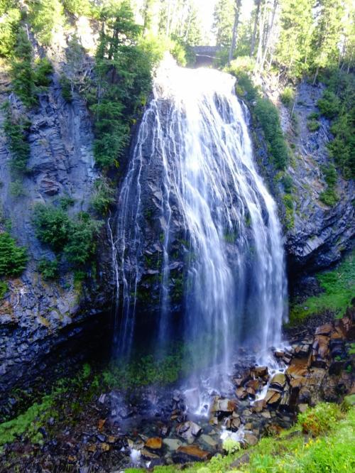 途中、ナラダ滝 57m。<br /><br />マイナスイオン、思いきり浴びて爽快に。<br /><br />