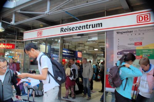 ユーレイルパスを有効化(ヴァリデーション)していただくために、DB(Deutsche Bahn, ドイツ鉄道)のサービスセンターに足を運んだ。