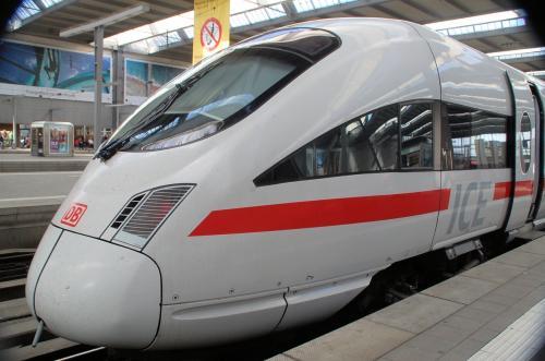 何度目かの、ドイツ新幹線ICE(イー・ツェー・エー)に乗車する。私たちが利用したのは、ミュンヘン中央駅である。