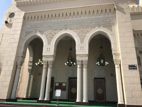 ツアーの時間になり、モスクへ移動します。<br />