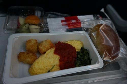 朝食は、旦那さんはオムレツ。<br />ブログなどでは『お粥』が美味しいように書いてあったのに…