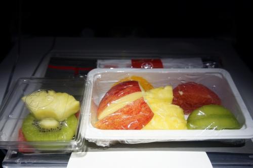 私は、サンドイッチの代わりにバナナ1本を『スペシャル♪』と手渡され、そのあとは晩御飯とほとんど変わりない物が…いや、大1つ小1つ。1つ少ない(笑)