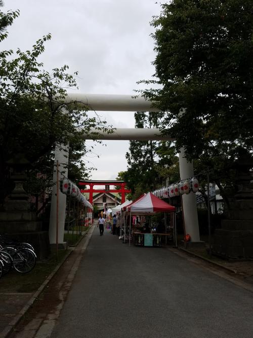 まずは旅の安全祈願。<br />青森発祥の地、善知烏(うとう)神社にお参り。<br />何かイベントが始まりそうな気配。<br />御朱印もいただきました。