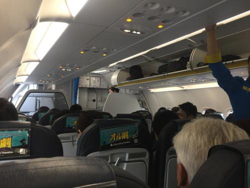 バニラエア機内!<br />かなり混んでますね。。。