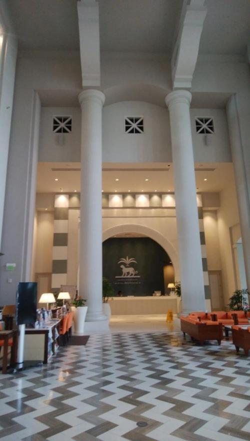 レオパレスリゾートグアムのフロント<br /><br />1泊だけでチェックアウト<br />今日からホテルが変わります