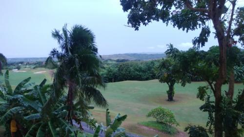 おはようございます^^<br />グアム2日目<br /><br />ベランダから見えるのは レオパレスのゴルフコース