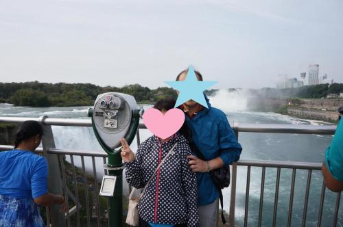 後ろのカナダ滝はすごい水しぶきが見られる。<br />風向きかな??