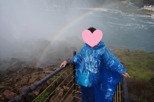 旦那さんが滝の上に出た虹も一緒に撮ってくれましたぁ。<br />この写真大好きです?<br /><br />この青いカッパも昨日の赤いカッパ同様にお持ち帰りをしました。<br />帰宅してから洗って干して、テニスのリュックに入れて急な雨に備えようかと(笑)